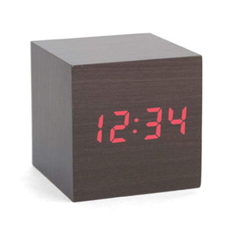 kikkerland-alarm-clock-wood-cube-moerk