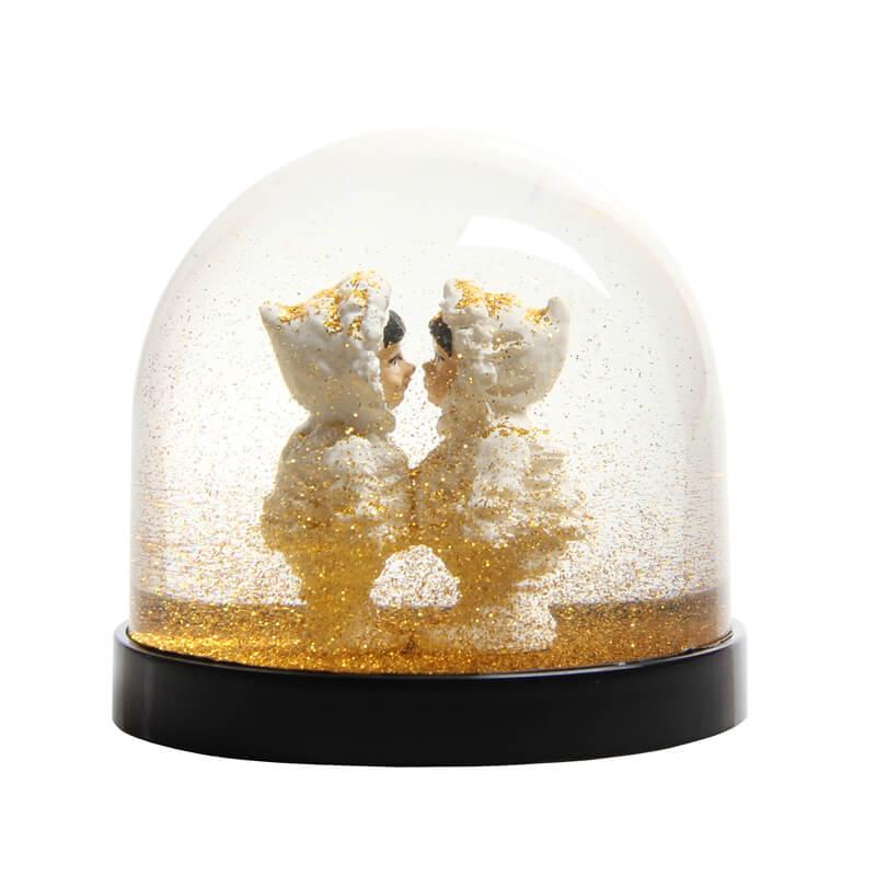 klevering-snowglobe-eskimo