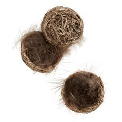 madam-stoltz-nest-feathers-easter